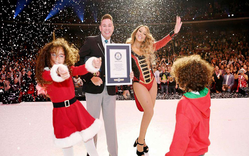 "Mariah Carey entra para o Guiness Book com o hit ""All I Want for Christmas is You"""