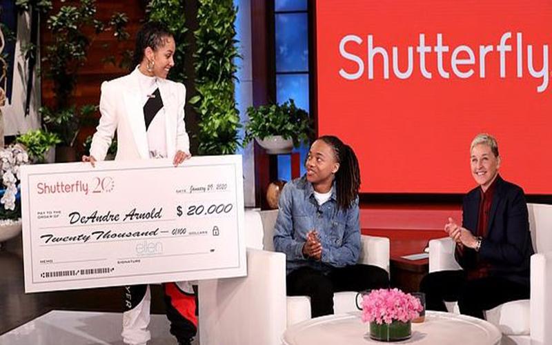 Alicia Keys doa R$85 mil a jovem suspenso da escola por usar dreads