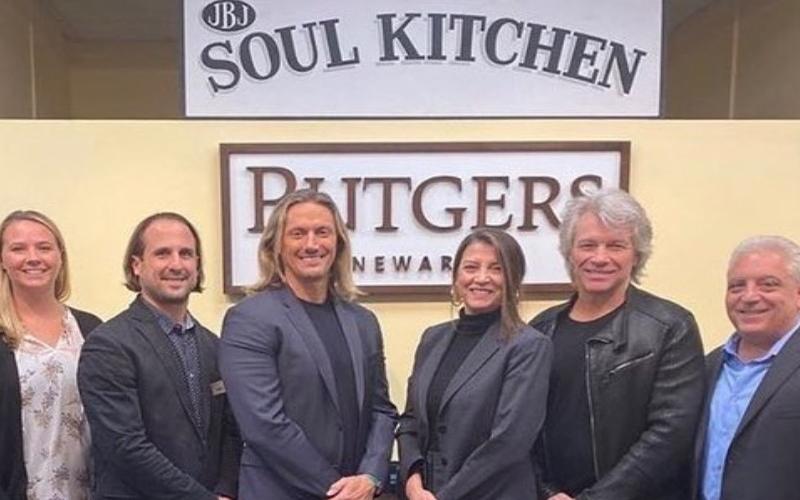 Bon Jovi abre mais um restaurante pra universitários que não podem pagar