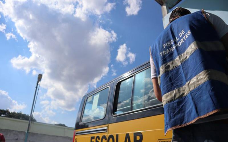 Veículos de transporte escolar passam por vistoria