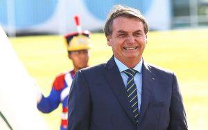 Bolsonaro diz que reabertura de escolas cabe aos governadores