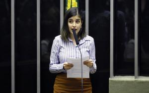 Tábata Amaral propõe projeto para distribuição gratuita de absorventes