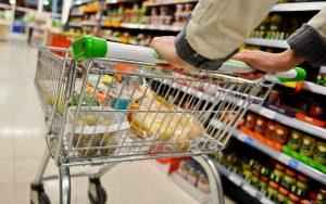 No 1º dia de proibição aos domingos, três supermercados são 'fechados' em Suzano