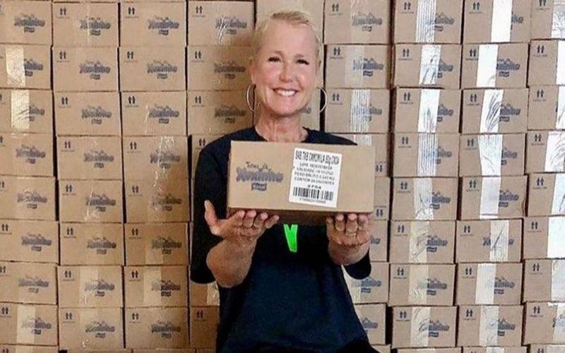 Após ajuda milionária contra o Covid-19, Xuxa doa 300 mil sabonetes para comunidades carentes de SP e RJ