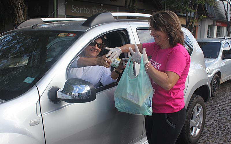 'Drive-Thru Solidário' no Suzano Shopping arrecadará alimentos e agasalhos nesta sexta-feira