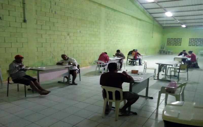 Moradores de rua ganham opção de abrigo provisório em Ferraz