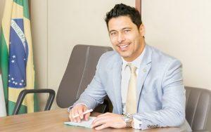 Deputado Marcio Alvino doará 30% de seus salários para as APAEs