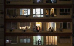 No Brasil, ansiedade e depressão duplicaram em um mês de quarentena