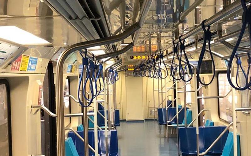 Metrô de São Paulo passa a ter alças pega-mãos
