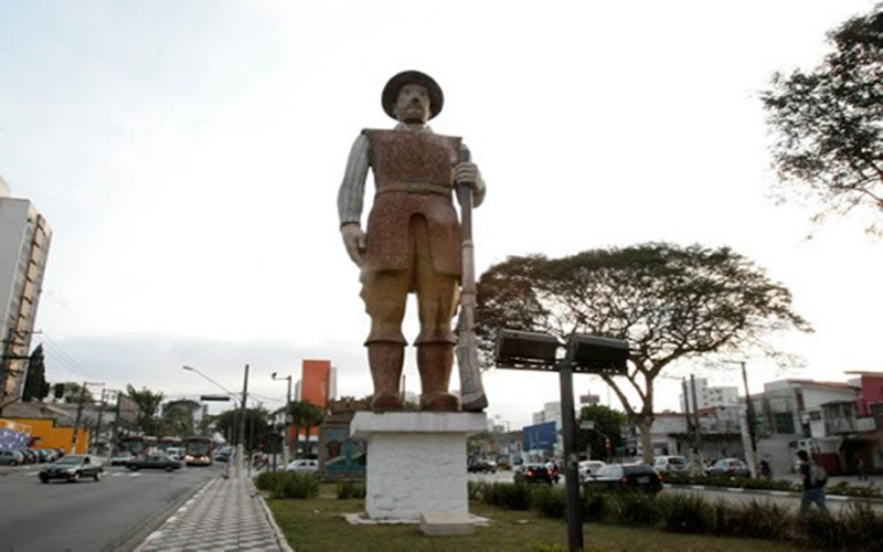 Deputada protocola projeto para remover estátuas de escravocratas em SP