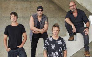 """Sucesso com """"Heloisa, mexe a cadeira"""", cantor Vinny é o novo vocalista da banda LS Jack: """"Rock"""""""