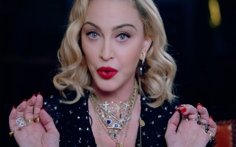 Madonna faz post a favor da cloroquina e Instagram censura