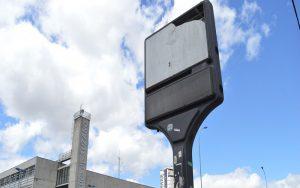 Prefeitura busca parceria com a iniciativa privada para revitalizar relógio destruído em frente ao Paço Municipal