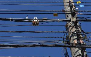 Furto de fios da rede elétrica prejudica Vila Amorim em Suzano