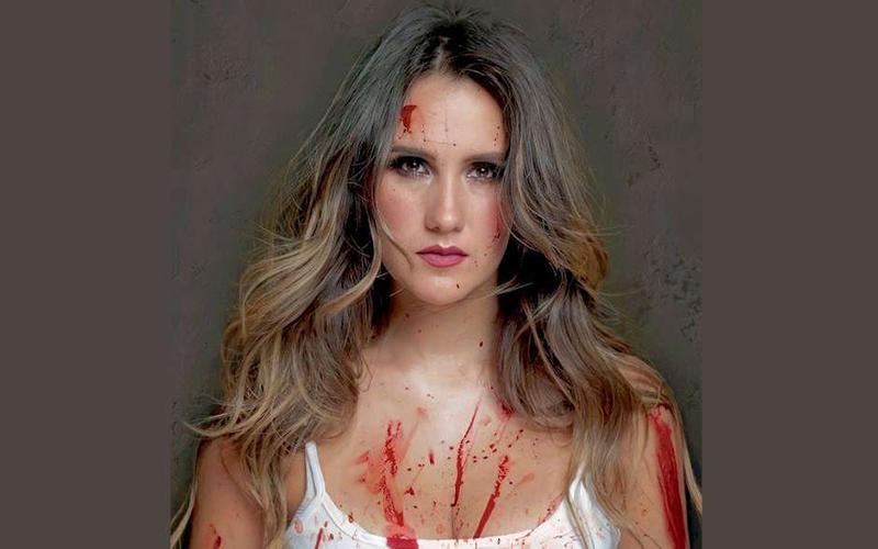 Dulce María aparece ensanguentada na campanha de organização internacional contra as touradas