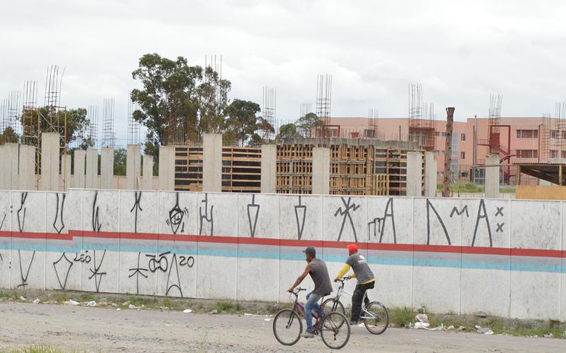 Cetesb faz análise de solo e Hospital Regional chega a 10% de obras em Suzano