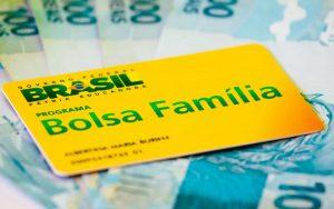 Governo vai cancelar Bolsa Família de doadores e candidatos nas eleições