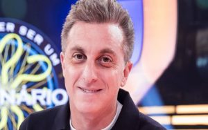 Luciano Huck pode desistir de candidatura em 2022 se assumir domingos na Globo