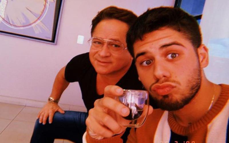 """Leonardo conta que Zé Felipe largou a escola para """"ir atrás de quenga"""""""