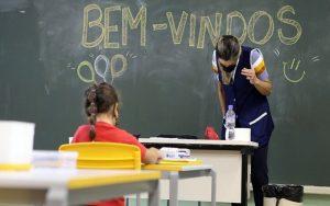 Governo inclui profissionais da Educação em grupo para vacina