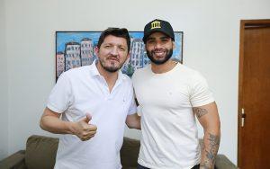 Gusttavo Lima recebe convite do PSC para ser candidato em 2022; vídeo