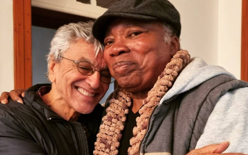 Milton Nascimento sai pela 1ª vez na pandemia para visitar Caetano Veloso